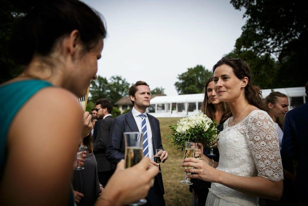 Photographe de mariage à Annecy. Photo de la mariée. Photo réalisée par Castille ALMA photographe de mariage au Lac Léman en Haute Savoie.