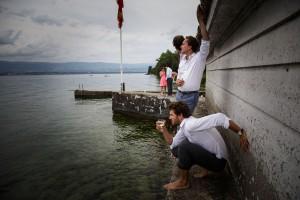 Photographe de mariage à Annecy. Photo de groupe. Photo réalisée par Castille ALMA photographe de mariage au Lac Léman en Haute Savoie.