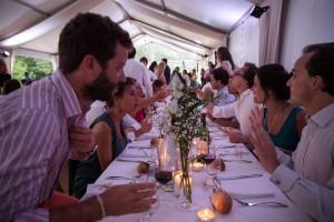 Photo de la soirée du mariage. Photo réalisée par Castille ALMA photographe de mariage au Lac Léman en Haute Savoie.