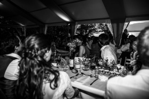 Photographe de mariage à Annecy. Discours du père de la mariée. Photo réalisée par Castille ALMA photographe de mariage au Lac Léman en Haute Savoie.