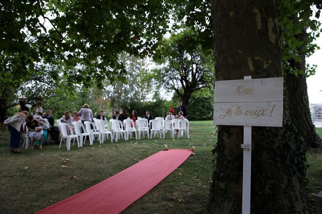 Panneau oui je le veux à l'entrée de la cérémonie laique. Photo réalisée par Castille ALMA photographe de mariage à Lyon.