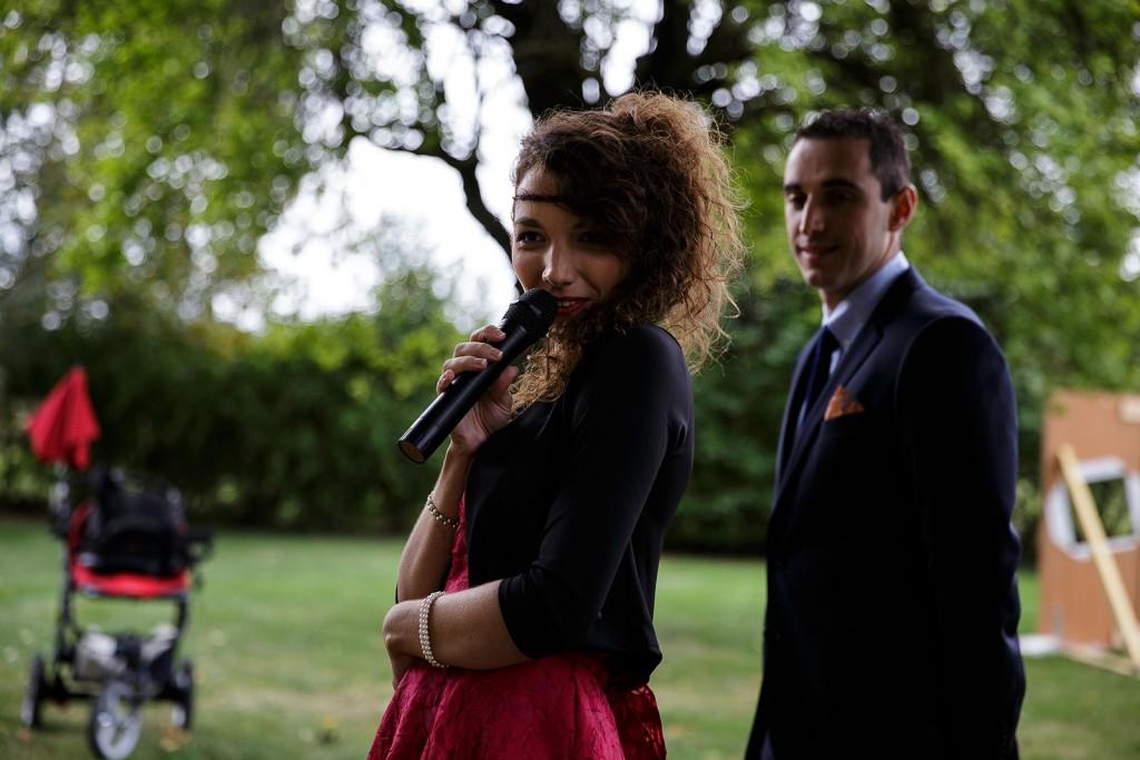 La soeur du marié. Photo réalisée par Castille ALMA photographe de mariage à Lyon.