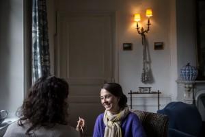 photographe de mariage en Normandie. Préparatifs de la mariée. Photo réalisée par Castille ALMA photographe de mariage au manoir des Prévanches, en Normandie.