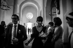 Entrée des témoins. Photo réalisée par Castille ALMA photographe de mariage à Paris Région Parisienne.