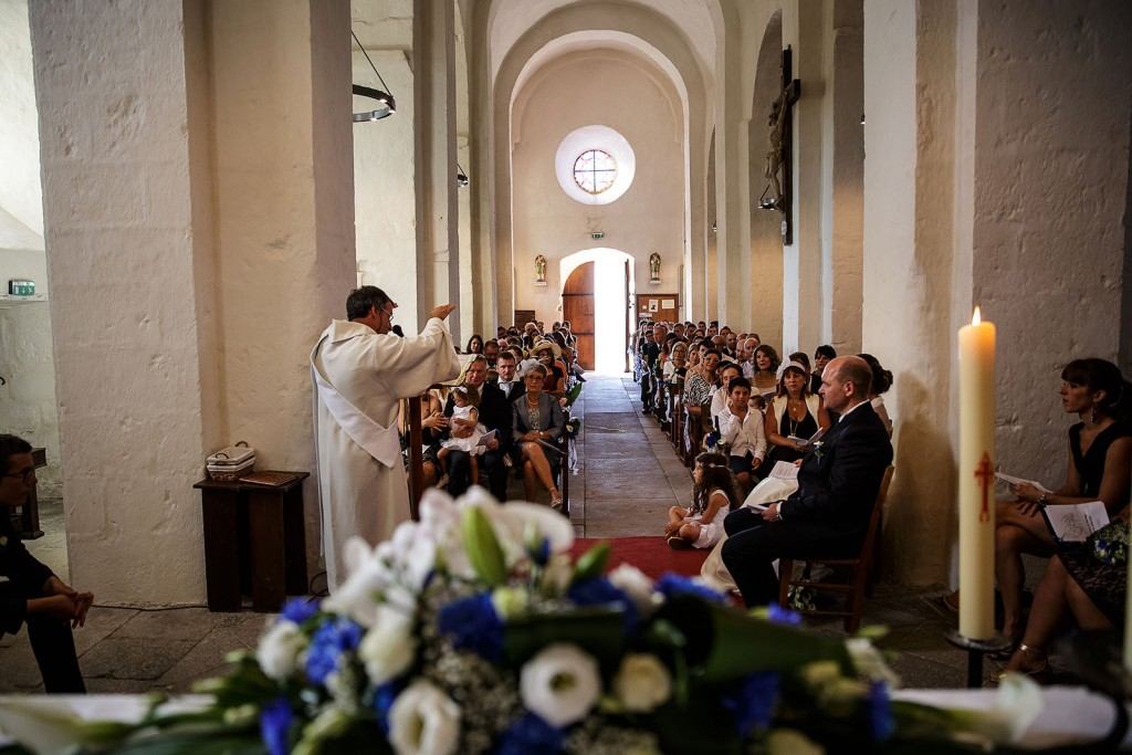 cérémonie de mariage. Photo réalisée par Castille ALMA photographe de mariage à Paris Région Parisienne.