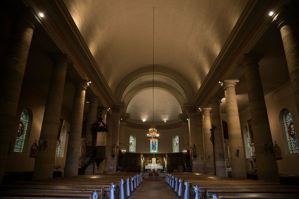 Photographe de mariage à Chalon sur Saône. Photo de l'église de chalon sur soane. Photo réalisée par Castille ALMA photographe de mariage à Chalon sur Saône au clos des Tourelles.