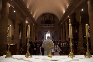 Photographe de mariage à Chalon sur Saône. photo de cérémonie de mariage. Photo réalisée par Castille ALMA photographe de mariage à Chalon sur Saône au clos des Tourelles.