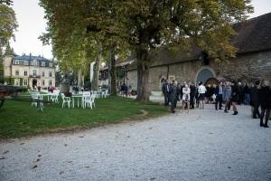 Photo du cocktail du mariage. Photo réalisée par Castille ALMA photographe de mariage à Chalon sur Saône au clos des Tourelles.