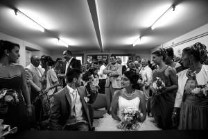 Cérémonie civile des jeunes mariés. Photo réalisée par Castille ALMA photographe de mariage à Chambéry.