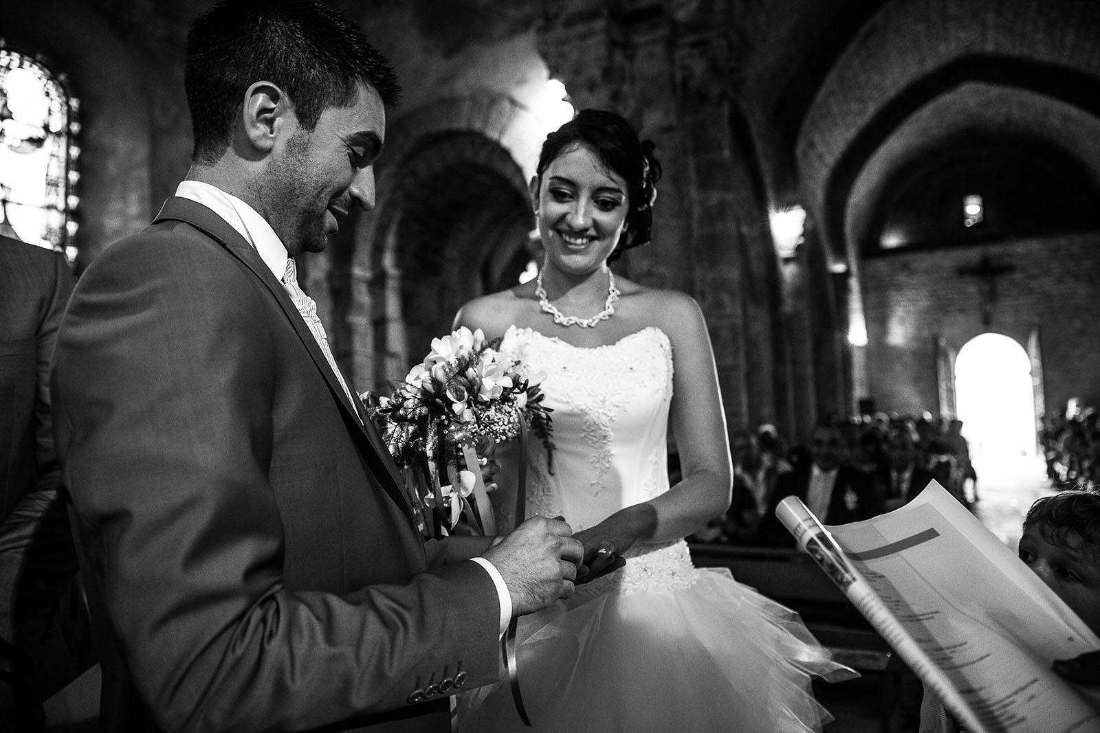 Echange des alliances; Photo réalisée par Castille ALMA photographe de mariage à Chambéry.