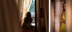 Portait à contre jour de la mariée, pendant ses préparatifs. Photo réalisée par Castille ALMA photographe de mariage au Comptoir Saint Hilaire dans le Gard.