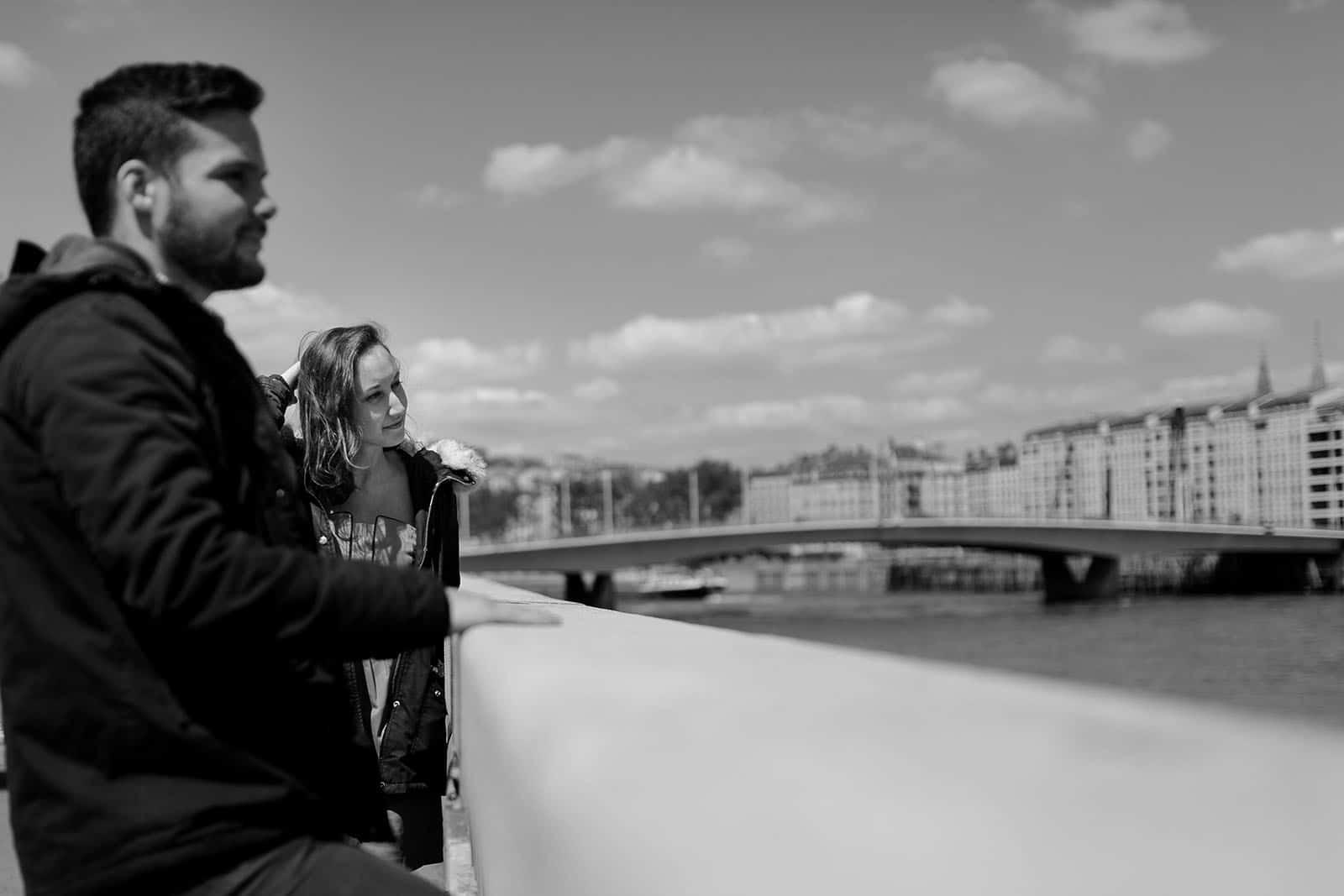 Photographe couple love session session engagement Lyon vieux lyon