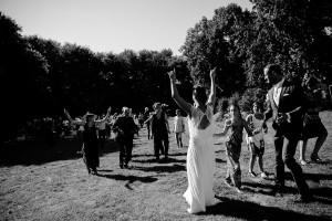 photographe de mariage Saint Etienne émotion joie bonheur noir et blanc