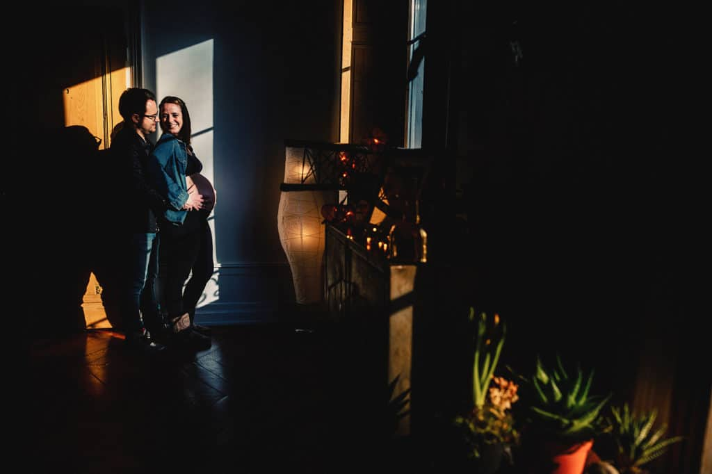 meilleur avis photographe de grossesse à LyonSéance photo grossesse Studio Lyon Photographe séance grossesse home studio Lyon. Photographe grossesse Lyon. Photographe nouveau né Lyon