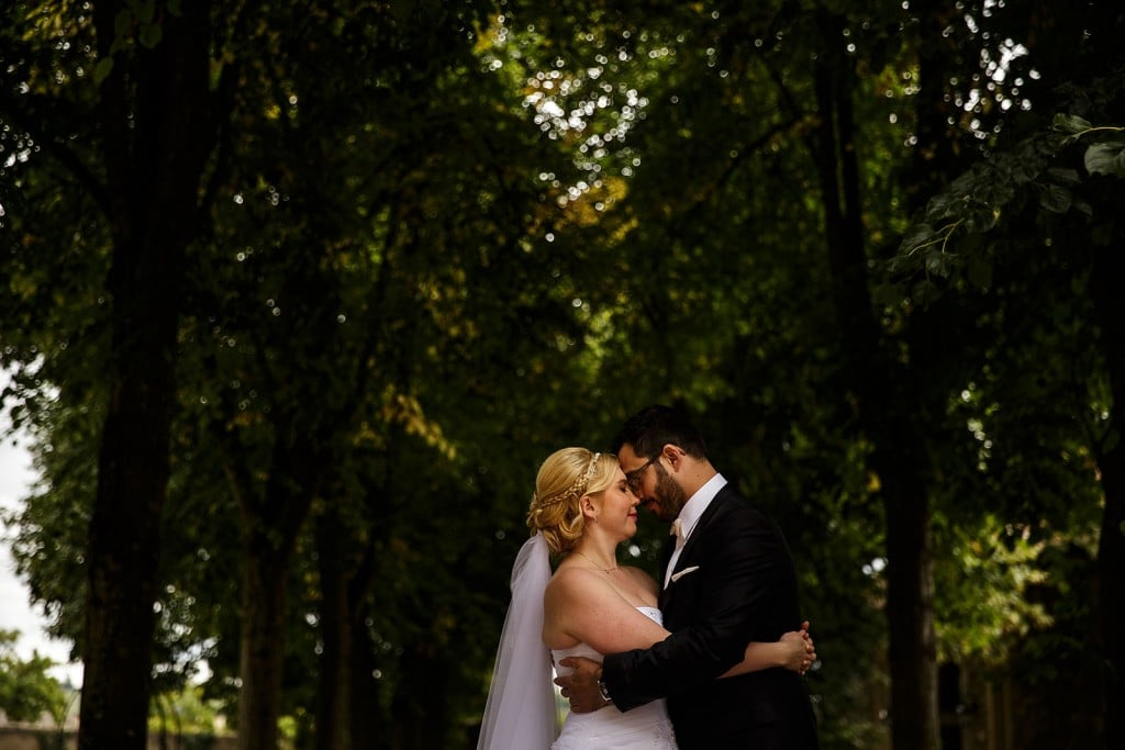 Photo de couple créative. Photo réalisée par Castille ALMA photographe de mariage à Lyon.