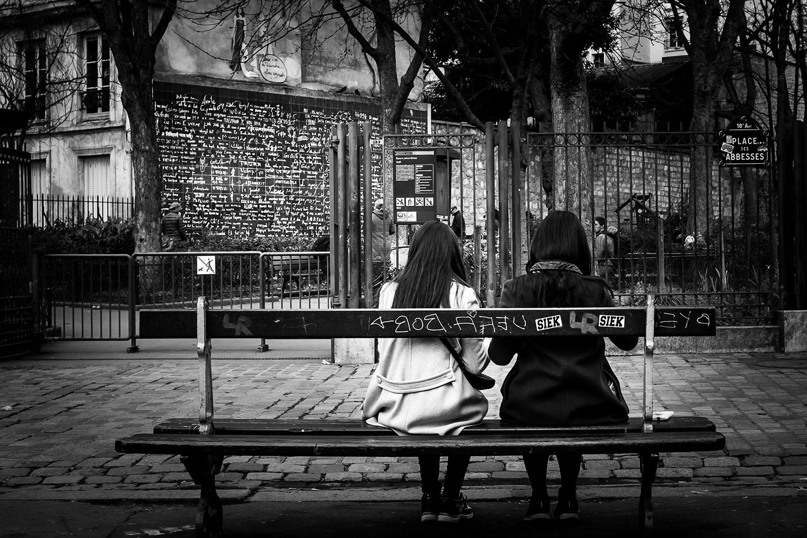 séance photo à Paris Séance photo de deux soeurs à Paris au mur des Je t'Aime