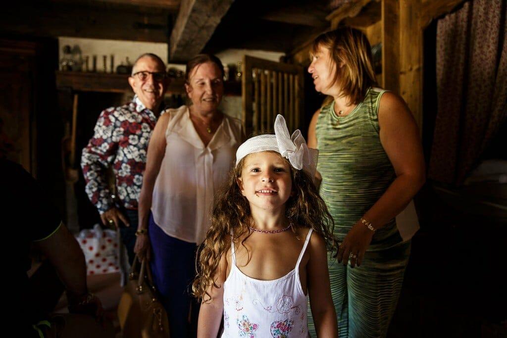 Photo de famille. Photo réalisée par Castille ALMA photographe de mariage à Paris Région Parisienne.