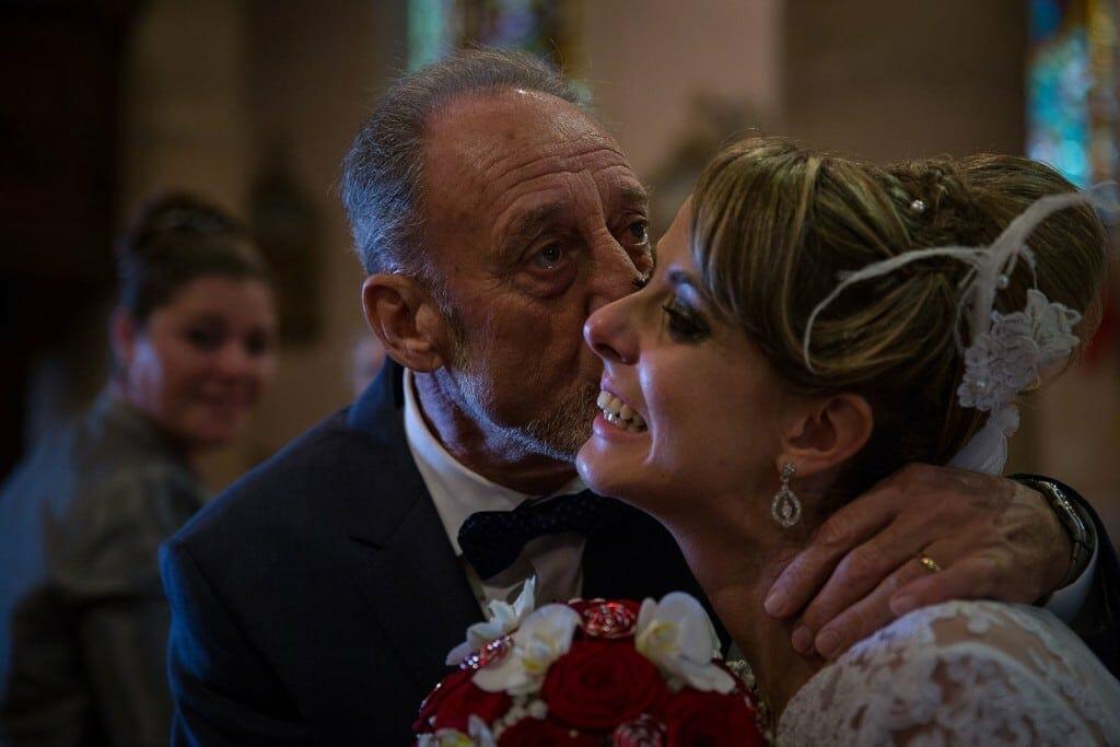 Photographe de mariage à Chalon sur Saône. Photo du père de la mariée. Photo réalisée par Castille ALMA photographe de mariage à Chalon sur Saône au clos des Tourelles.