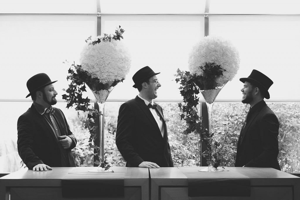 Le marié et ses témoins. Castille ALMA photographe de mariage à Lyon et Chambéry.