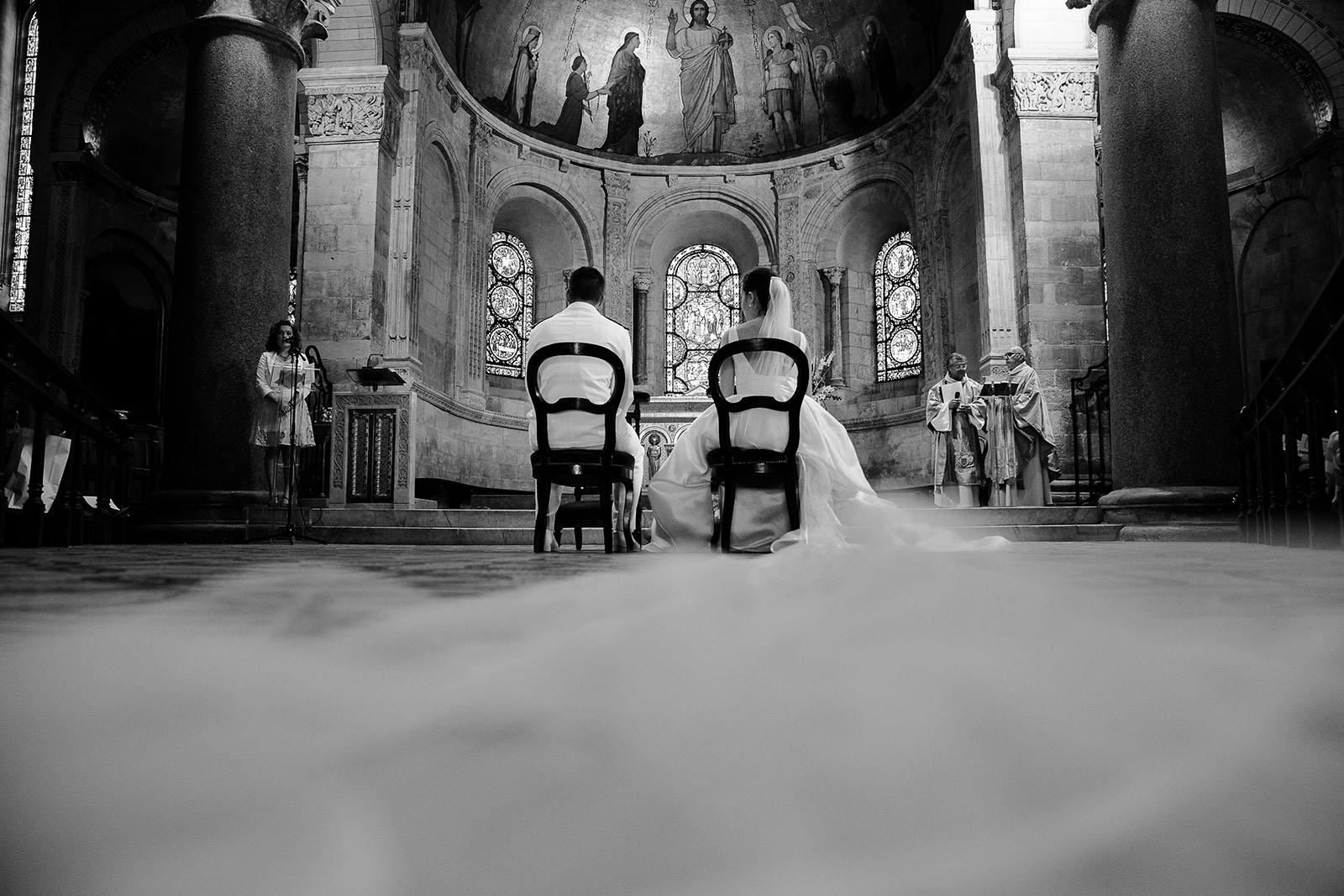 photographe de mariage à Lyon photo cérémonie de mariage religieux Saint Martin d'Ainay