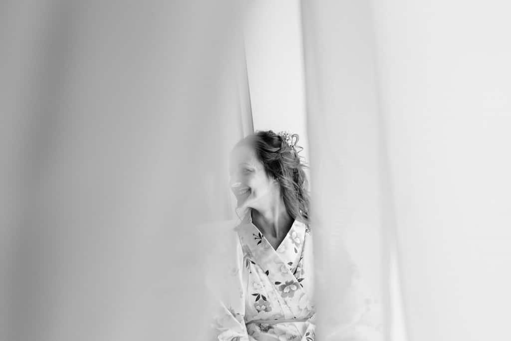 photographe de mariage dans le jura photo préparatifs de la mariée