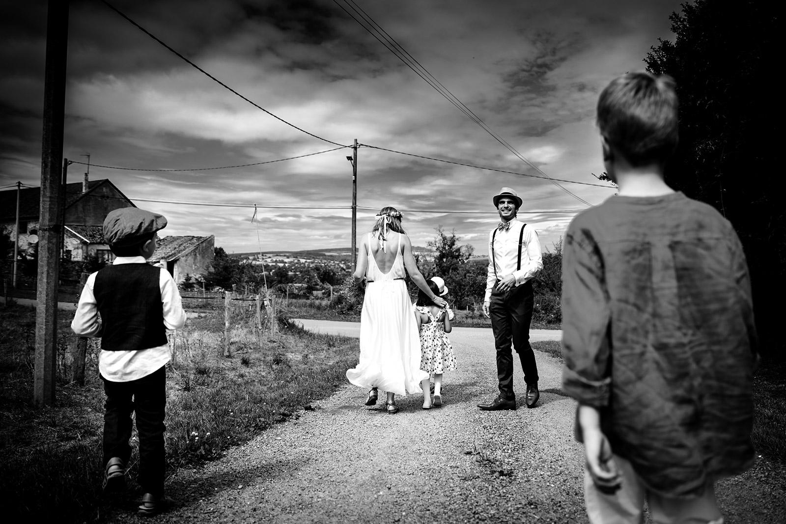 Photographe de mariage champetre Bourgogne Wedding photographer boho in Bourgogne Photographe de mariage boho bourgogne Castille ALMA