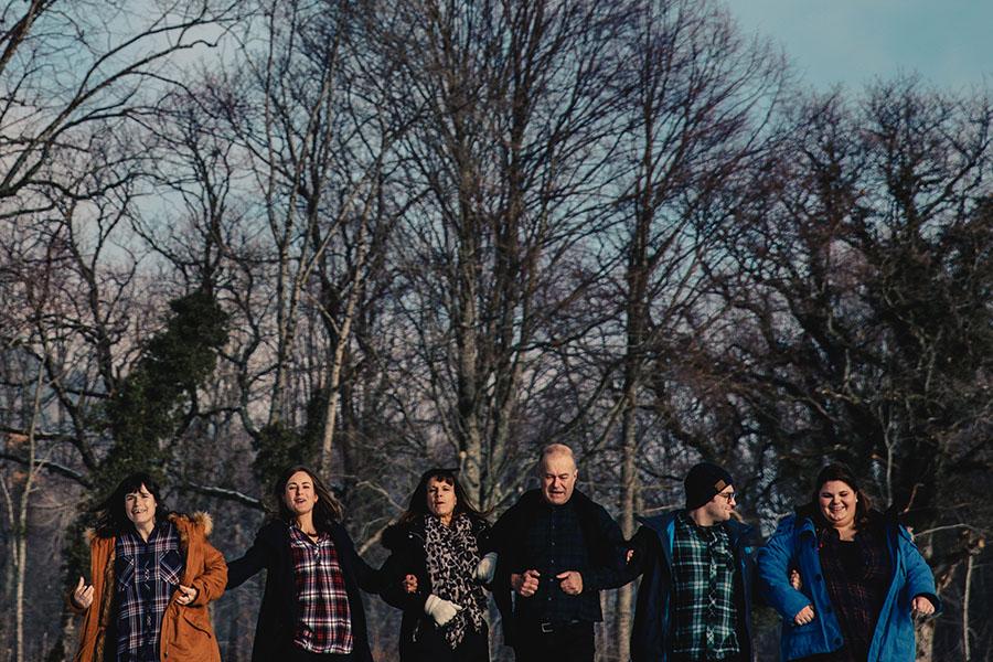 Photographe séance famille à la montagne Castille ALMA