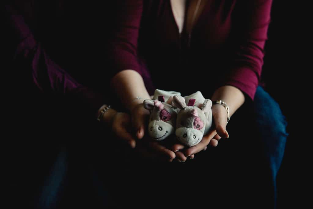 meilleur avis photographe de grossesse à domicile Bordeaux Pregnancy documentary photo Session séance photo grossesse nouveau né. Photographe séance grossesse home studio Lyon. Photographe grossesse Lyon. Photographe nouveau né Lyon