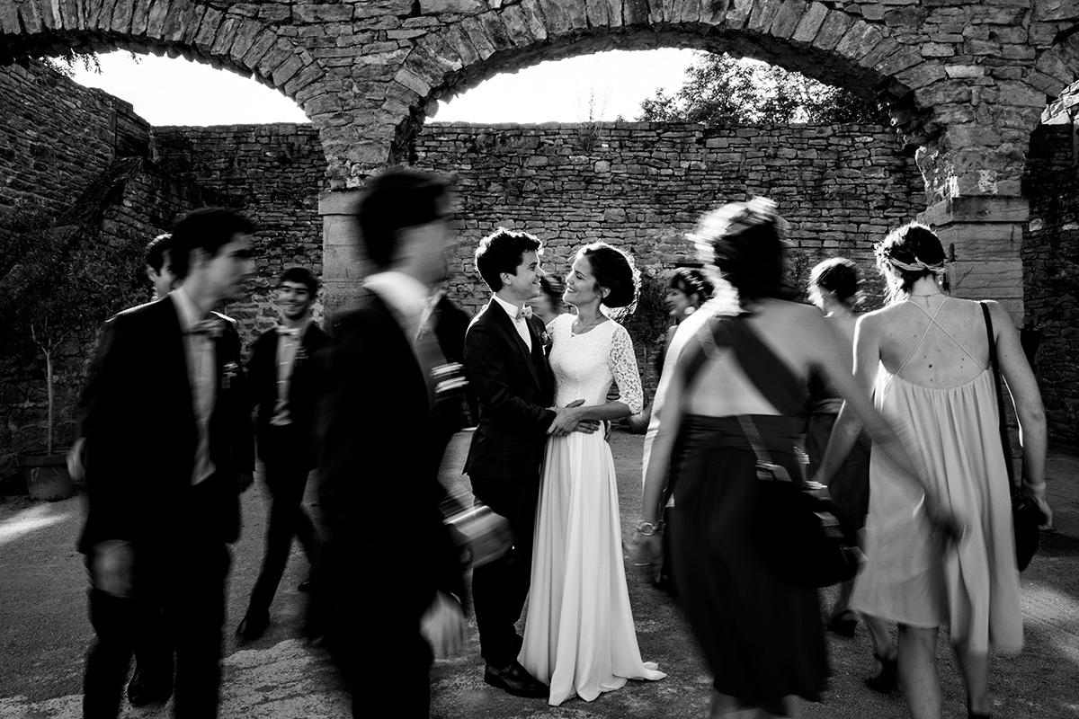 Photographe de mariage catholique et protestant au Manoir de la Garde.Castille ALMA photographe de mariage au manoir de la garde automne