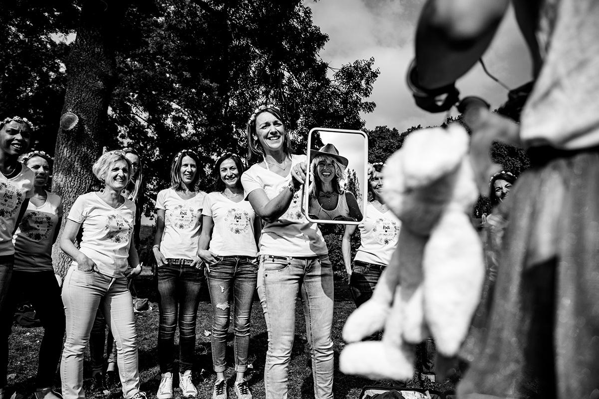 Photographe Lyon séance photo entre amies Enterrement de vie de jeune fille Castille ALMA photographe de mariage et EVJF Lyon Genève Gustavia