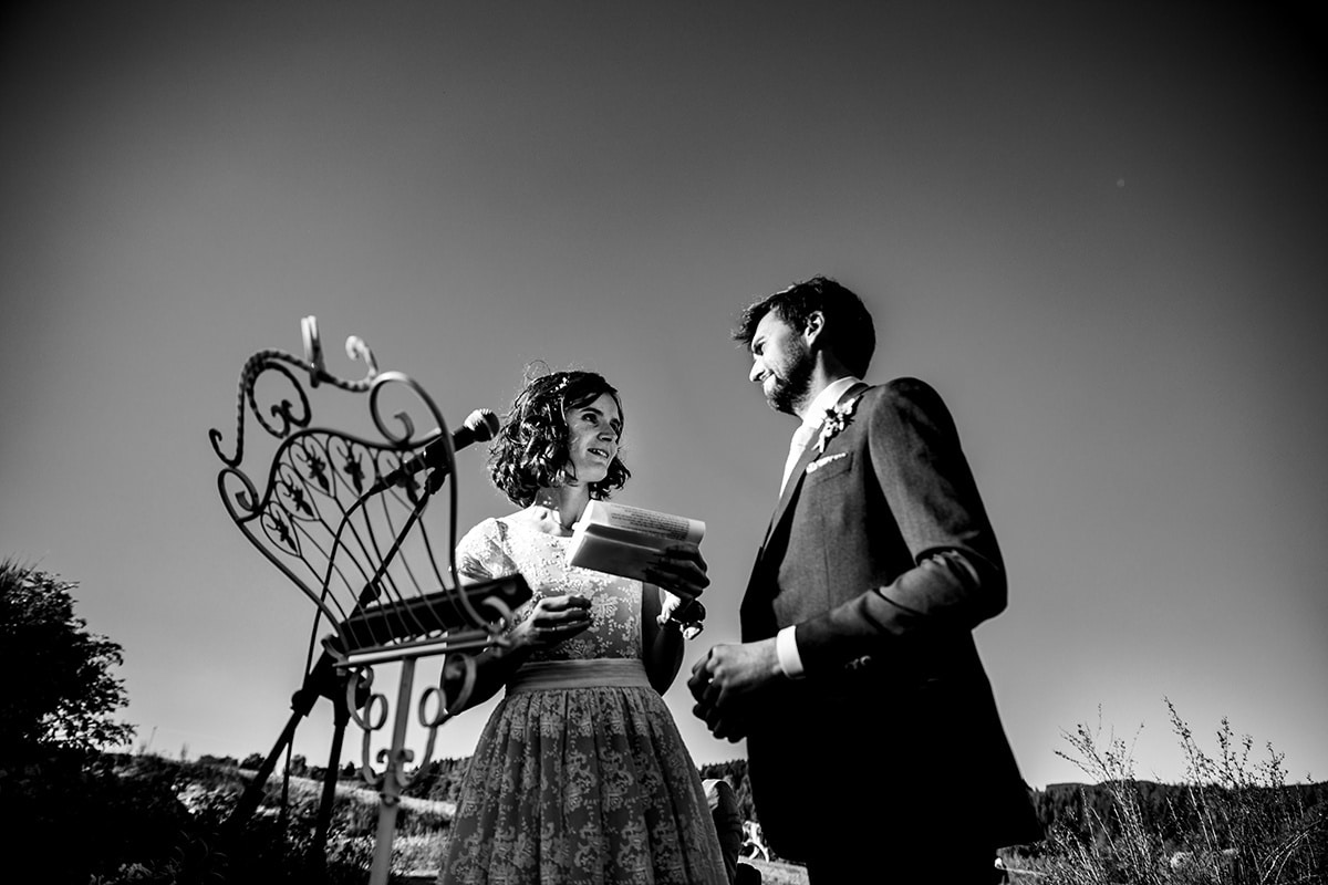 Photographe de mariage au domaine de Duby Riotord. Castille ALMA meilleur photographe de mariage et de reportage de mariage au Domaine de Duby Riotord.