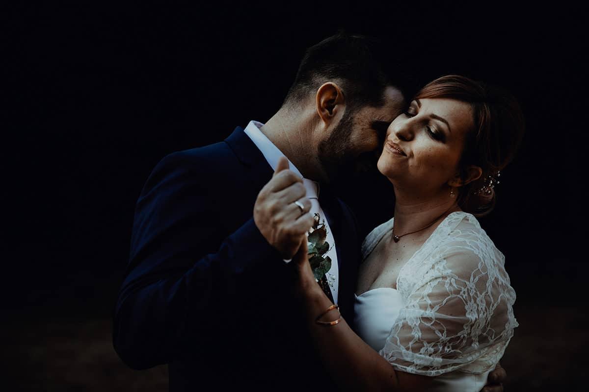 Mariage à la marie de Lyon 2. Castille ALMA photographe de mariage Lyon reportage de mariage en automne. Meilleur photographe de mariage et de famille Lyon. Collectez des moments pas des choses.