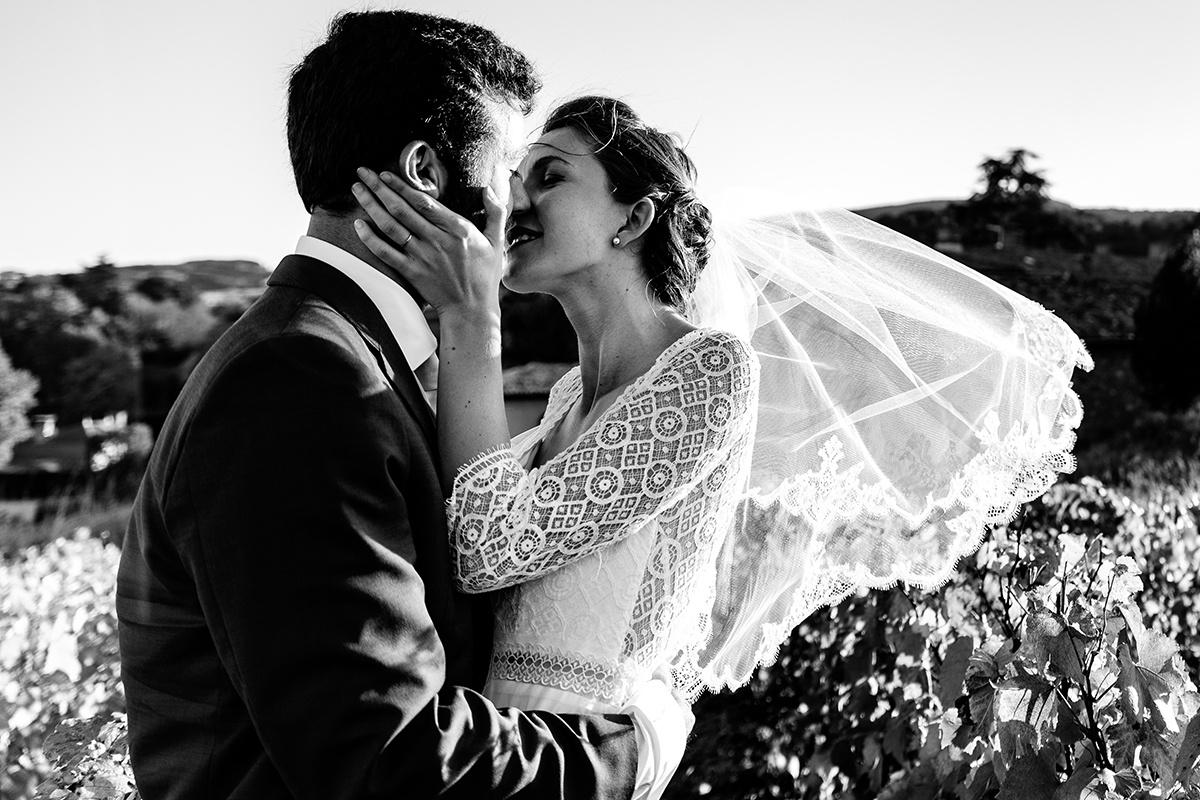 Photographe de mariage en automne au Manoir de la Garde. Castille ALMA meilleur phootgraphe de mariage au Manoir de la garde.