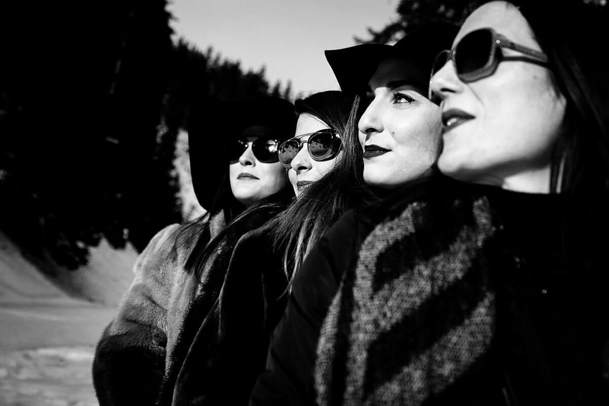 Photographe enterrement de vie de jeune fille à la montagne. Castille ALMA photographe de famille à Lyon et en Europe. Photographe Courchevel.