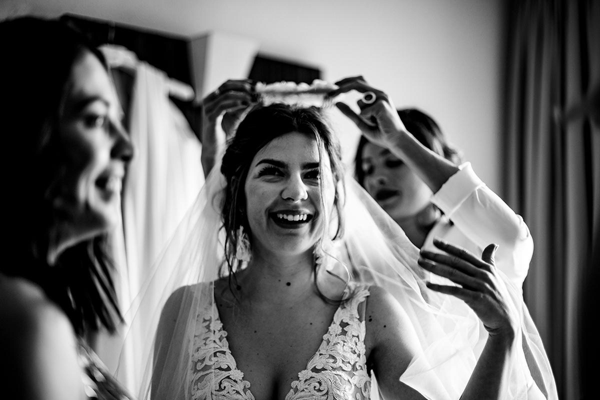 Photographe de mariage laïc Domaine de Grand Maison. Castille Alma photographe de mariage. Préparatifs de la mariée.