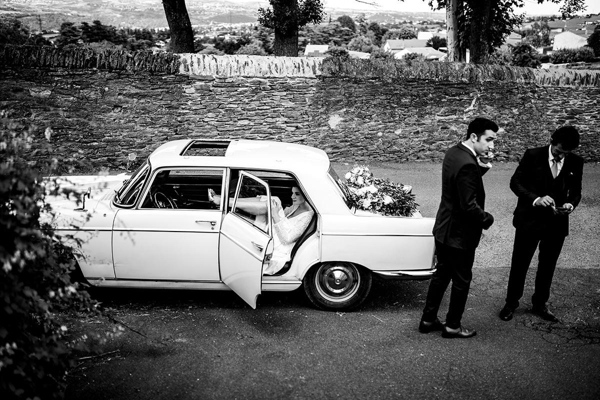 Wedding photographer gallery La mariée en panne de voiture. Castille ALMA photographe de mariage Lyon