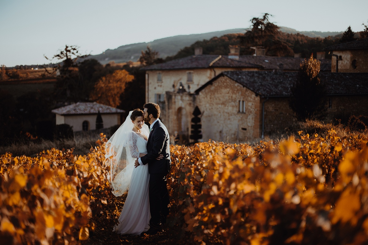 Une pause au Manoir de la Garde. Castille ALMA photographe de mariage Lyon