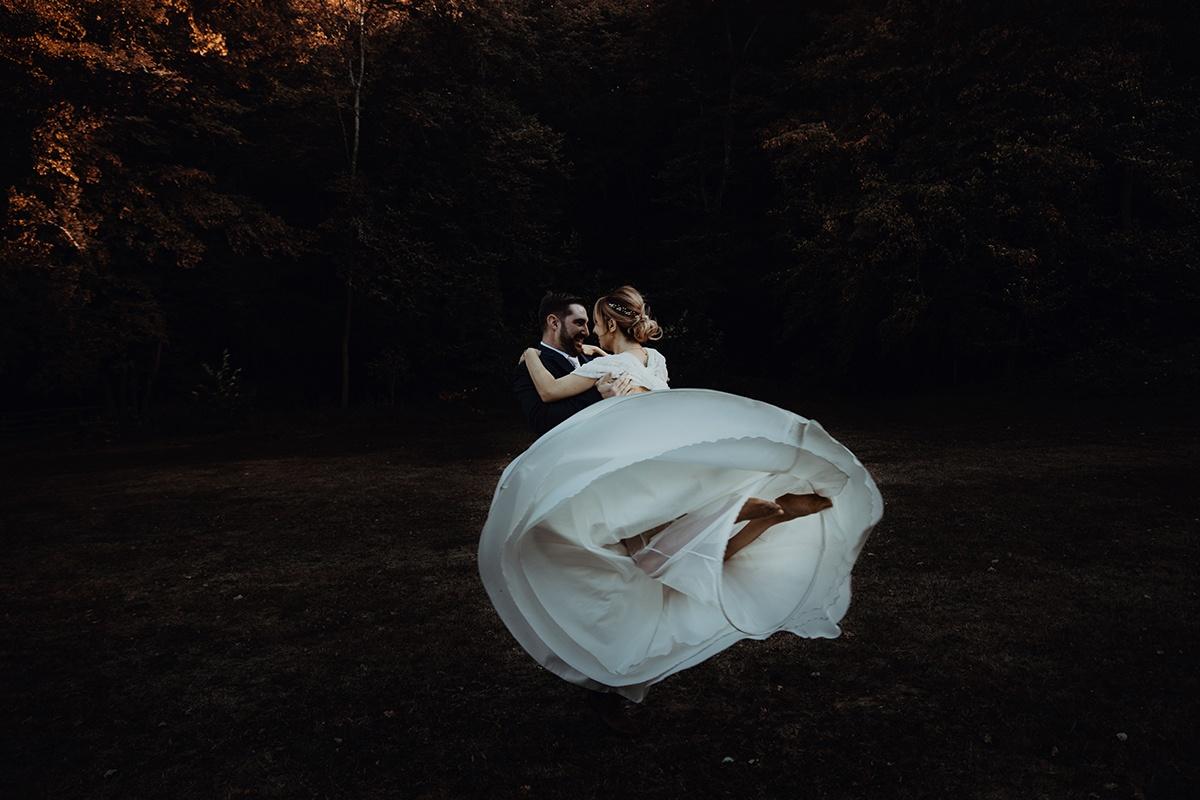 Danse avec moi. Castille ALMA photographe de mariage Lyon